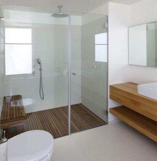 קיר זכוכית למקלחת